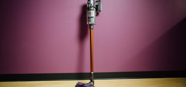 dyson il cyclone v10 un gioiellino tecnologico. Black Bedroom Furniture Sets. Home Design Ideas