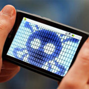 Smartphone, virus viaggiano attraverso video porno